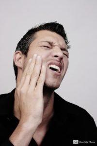 Почему болит зуб после удаления