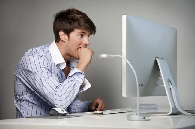 Почему компьютер сам выключается?